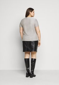 Vero Moda Curve - VMADALYN GLITTER - Basic T-shirt - silver sconce - 2