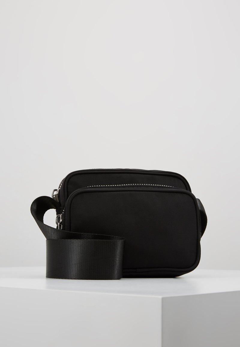 Weekday - SUND CROSSBODY BAG - Skuldertasker - black