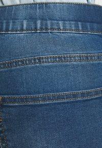CAPSULE by Simply Be - PLUS - Denim shorts - light vintage blue - 5