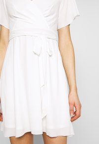Nly by Nelly - LUSCIOUS DRESS - Cocktailklänning - white - 4