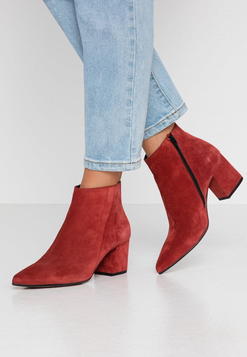 Bianco - BIACALAIS TILT BOOT - Ankle boot - winered