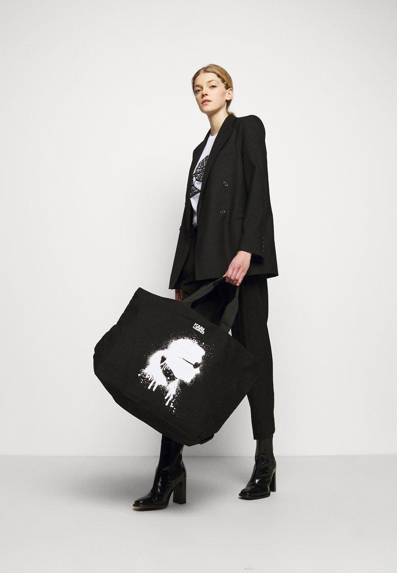 KARL LAGERFELD - EXCLUSIVE IKONIK TOTE - Shopping Bag - black