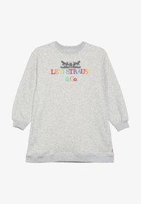 Levi's® - CREW DRESS - Žerzejové šaty - light gray heather - 3