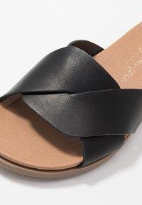 New Look Wide Fit - WIDE FIT HOLLIE COMFY FOOTBED MULE - Pantofle - black - 2