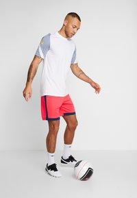 Nike Performance - DRY ACADEMY SHORT  - Sports shorts - laser crimson/valerian blue - 1