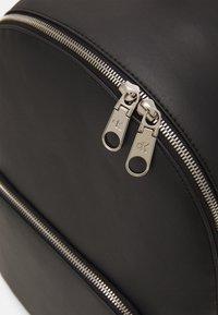 Calvin Klein Jeans - ROUND - Zaino - black - 3