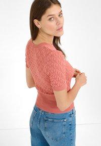 ORSAY - Print T-shirt - lachsfarben - 1