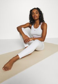 Nike Performance - SEAMLESS 7/8 - Tights - summit white - 1