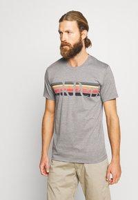 Peak Performance - EXPLORE TEE STRIPE  - Print T-shirt - grey melange - 0