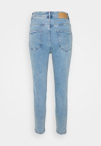 Pieces Petite - PCKESIA MOM - Jeans Tapered Fit - light blue denim - 1