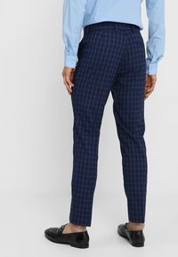 Isaac Dewhirst - FASHION  SLIM FIT - Oblek - navy - 5