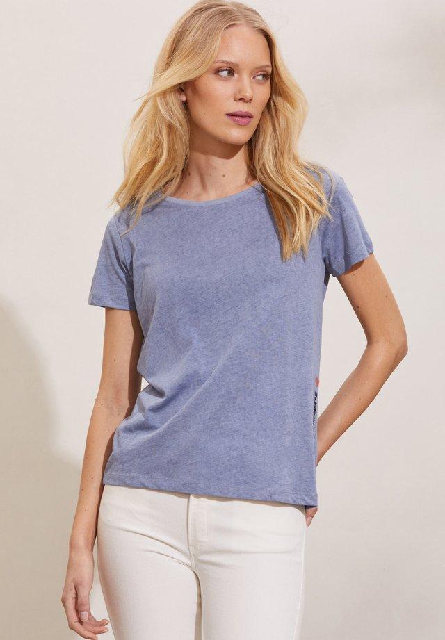 DAPHNE - Print T-shirt - milky blueberry