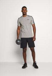 adidas Performance - ESSENTIALS SPORTS SHORT SLEEVE TEE - Print T-shirt - medium grey heather/black - 1