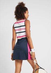 Fila - DRESS AUDREY - Sportovní šaty - peacoat blue/fuchsia purple - 2