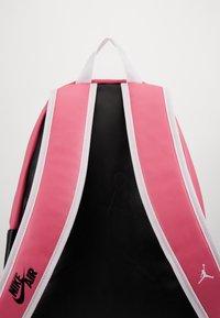 Jordan - AJ PACK - Reppu - pink blast - 3