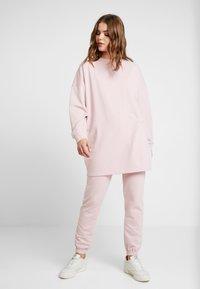 Missguided - OVERSIZED AND SLIM LEG SET - Mikina - pink - 0