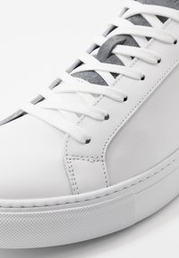 GARMENT PROJECT - TYPE - Sneakers - white/brain - 5