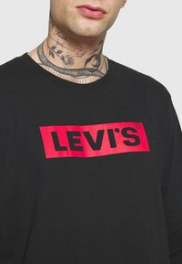 Levi's® - RELAXED GRAPHIC TEE - Long sleeved top - black - 5