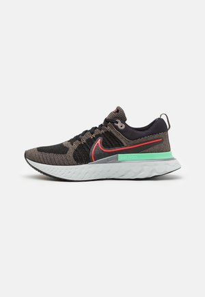 REACT INFINITY RUN FK 2 - Zapatillas de running neutras - ridgerock/chile red/black/green glow