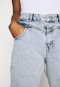 Miss Selfridge - FRILL POCKET MOM  - Jeansy Relaxed Fit - light blue - 5