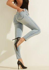 Guess - Slim fit jeans - himmelblau - 3