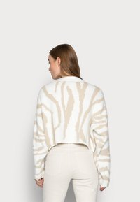 Miss Selfridge Petite - ZEBRA - Jumper - camel - 2
