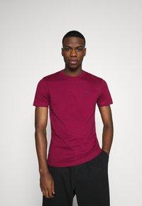 Calvin Klein Jeans - TEE 3 PACK  - T-shirt basic - black/grey/beet red - 5