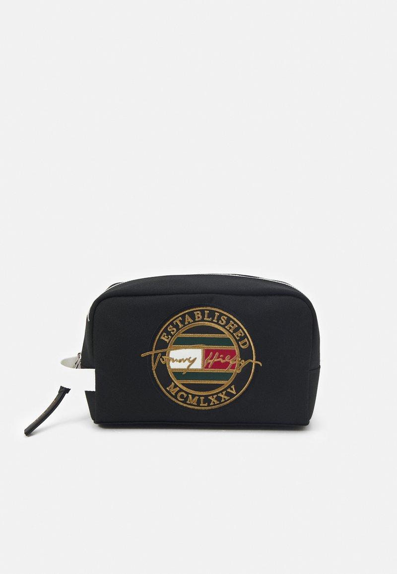 Tommy Hilfiger - SIGNATURE WASHBAG UNISEX - Wash bag - black