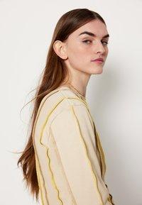 HOSBJERG - ANNA LONG SLEEVE - Bluzka z długim rękawem - beige - 8