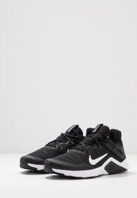 Nike Performance - LEGEND ESSENTIAL - Sportschoenen - black/white - 2