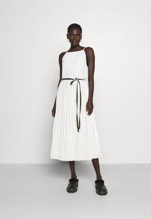 CREPE PLEATED SLIP DRESS - Vardagsklänning - white