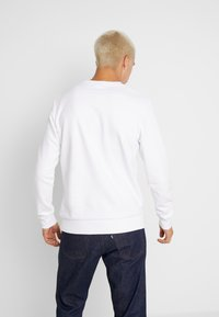 Jack & Jones - JCOKNOWN CREW NECK - Sweatshirt - white - 2