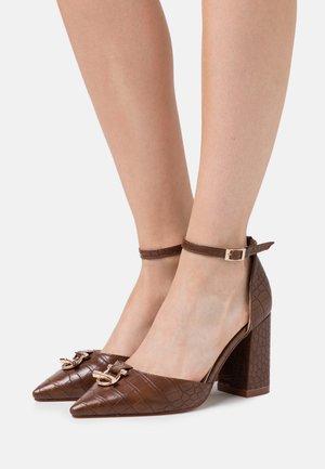 WIDE FIT BELLA - High heels - brown