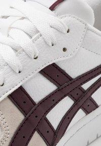 ASICS SportStyle - JAPAN UNISEX - Sneakersy niskie - white/deep mars - 5