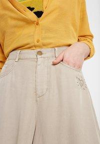Desigual - PANT_PEACE - Spodnie materiałowe - brown - 2