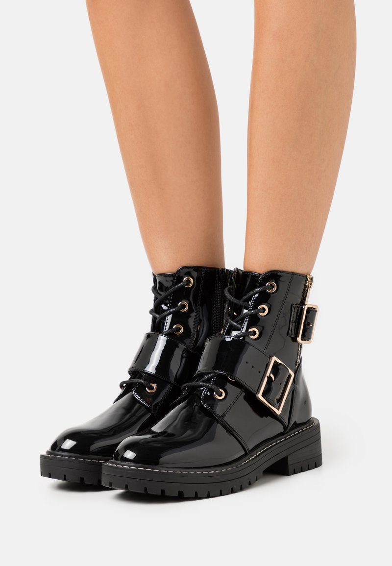 New Look - BUSY LACE UP CHUNKY - Cowboy/biker ankle boot - black