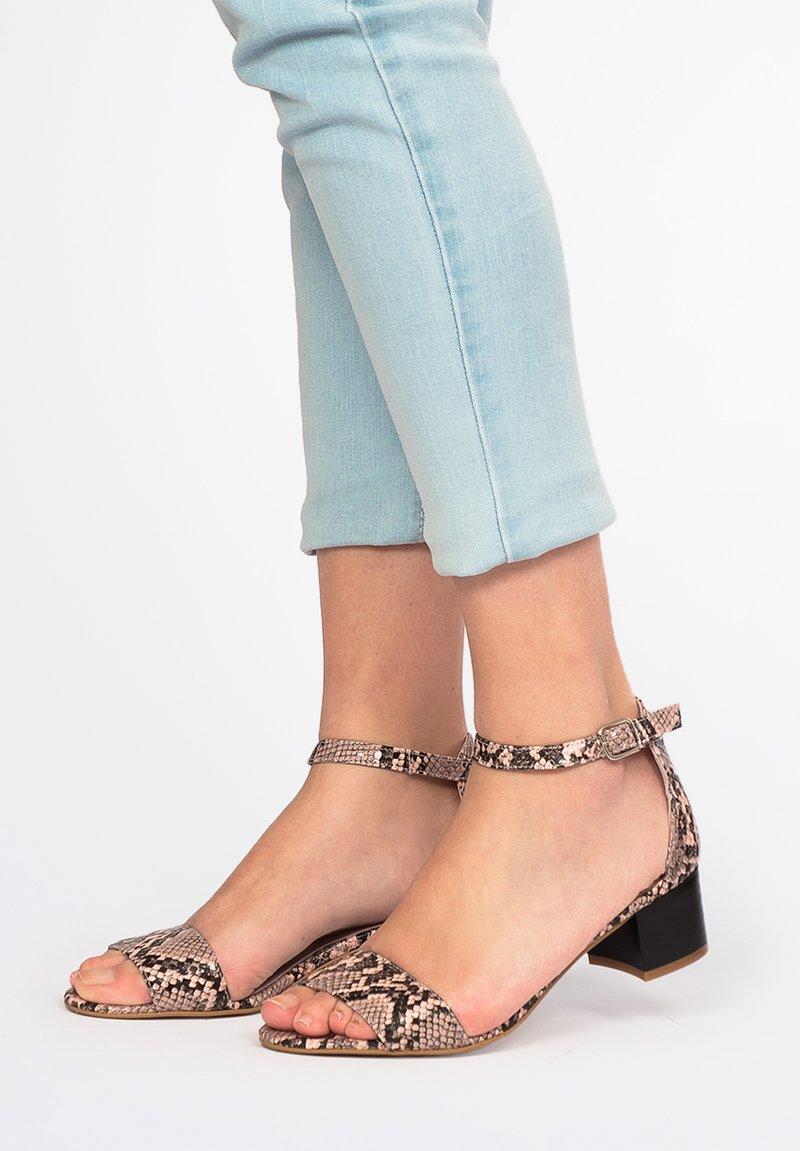 Eva Lopez - Ankle cuff sandals - Rosa
