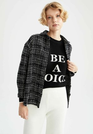 COOOL-REGULAR FIT - Button-down blouse - black