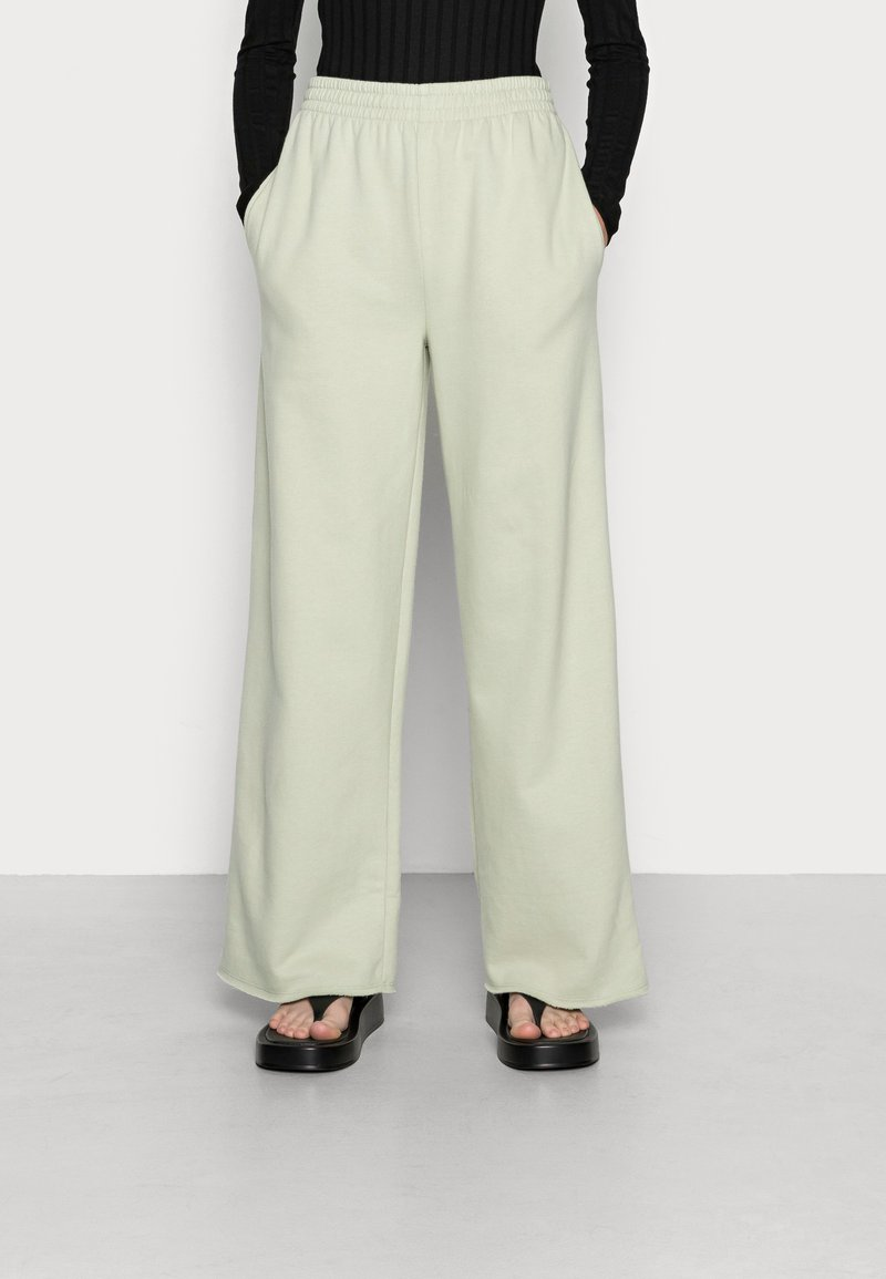 EDITED - SYLVIA TROUSERS - Tracksuit bottoms - desert sage green