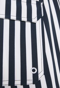 KnowledgeCotton Apparel - BAY STRETCH STRIPED SWIMSHORTS - Swimming shorts - total eclipse - 2