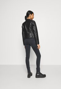 Vero Moda - VMLOVE SHORT COATED JACKET - Imitert skinnjakke - black - 2