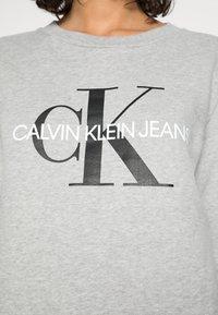 Calvin Klein Jeans - CORE MONOGRAM LOGO - Sweatshirt - light grey heather - 4