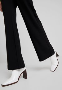 YAS - YASVICCY WIDE PANT - Trousers - black - 4