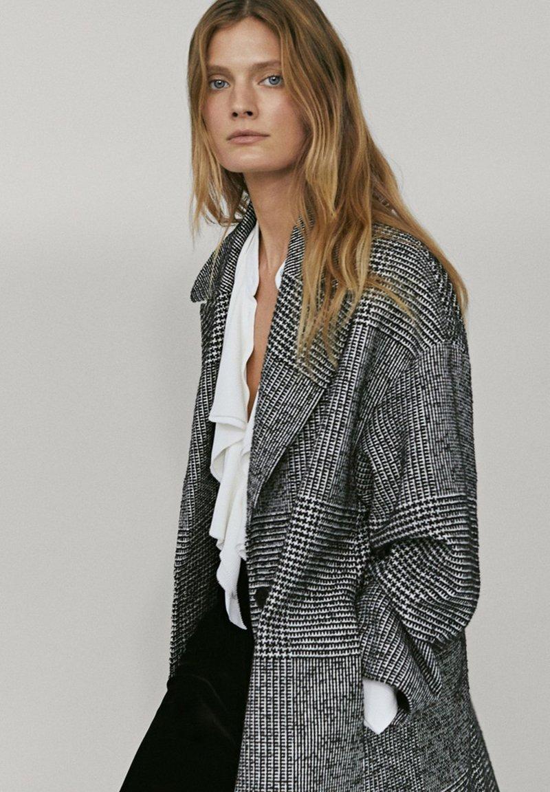 Massimo Dutti - MIT VOLANTS  - Button-down blouse - white