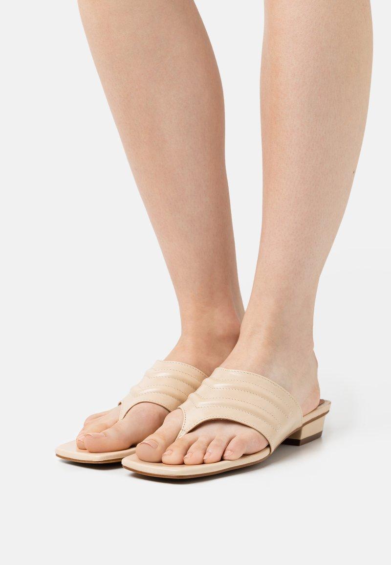 Chio - Sandalias de dedo - beige poncho