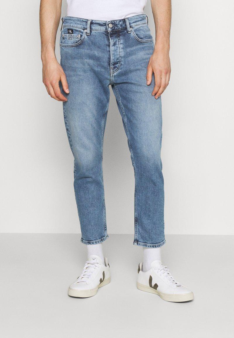 Calvin Klein Jeans - DAD - Relaxed fit -farkut - denim medium