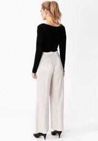 Indiska - MILLIE - Spodnie materiałowe - silver - 2