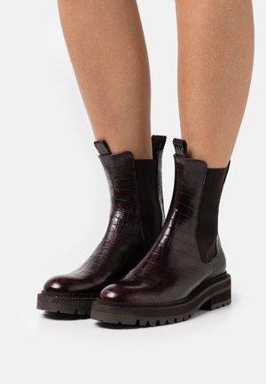 Kotníkové boty na platformě - brown