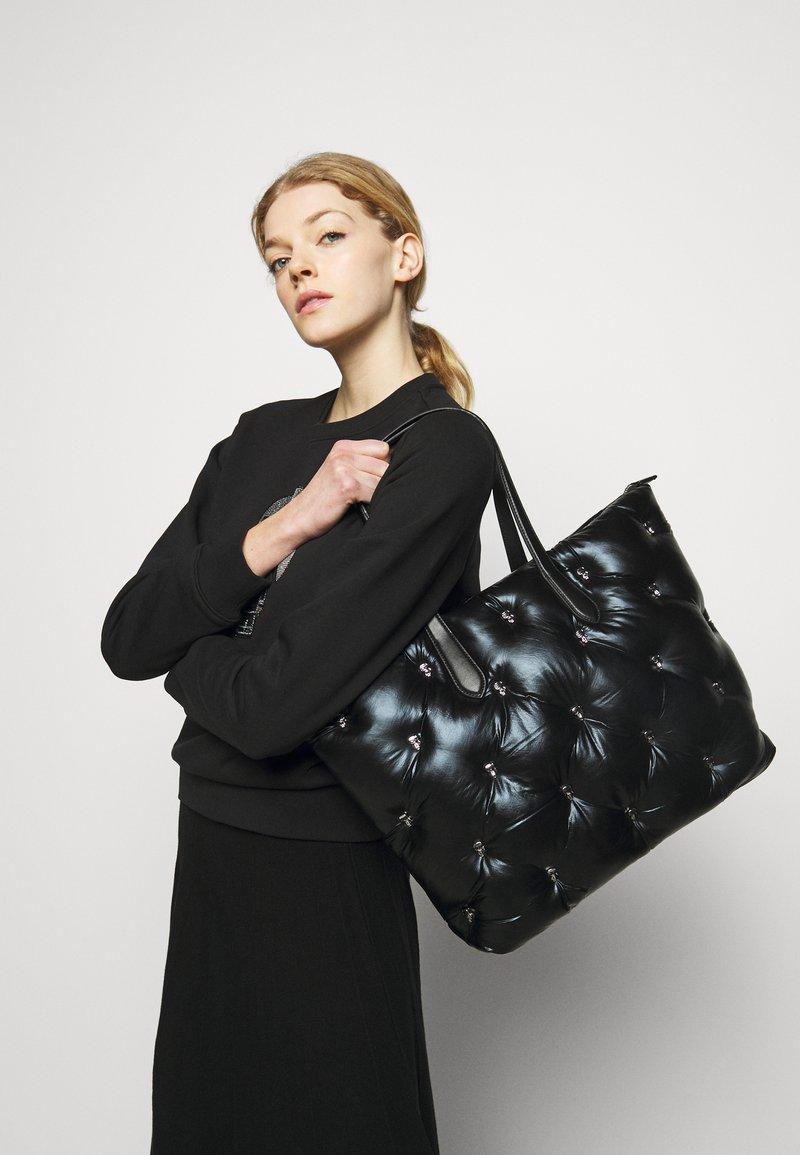 KARL LAGERFELD - IKONIK 3D MULTI PIN TOTE - Tote bag - black