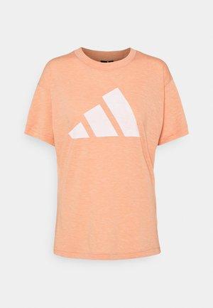 WIN 2.0 TEE - Print T-shirt - pink